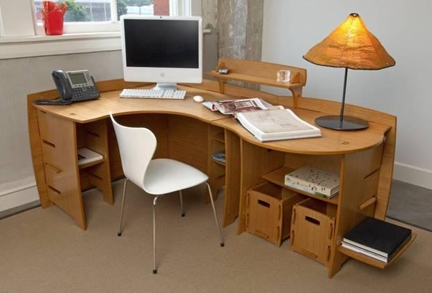 Người mệnh Mộc nên sử dụng bàn làm việc dạng hình uốn lượn hoặc có góc lượn tròn. Đây là kiểu bàn tượng trưng cho hành Thủy, mà theo quy luật tương sinh thì Thủy sinh Mộc. Ảnh minh họa
